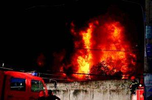 Đám cháy lớn xảy ra khoảng 4h sáng ngày 1/8 tại Công ty nhựa trên đường 6A (xã Vĩnh Lộc B, huyện Bình Chánh, TP.HCM)