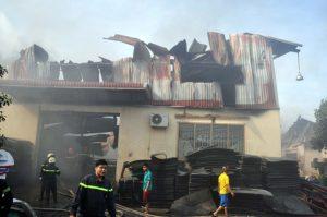 Đám cháy đã làm thiệt hại nhiều tài sản của Công ty nhựa