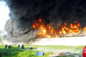 PCCC đã có mặt để nỗ lực dập lửa