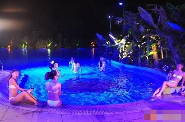uẩn khúc tại hồ bơi 14 cô gái bất ngờ mang bầu cùng lúc