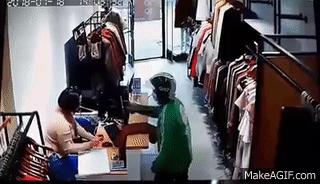 thanh niên mặc đồng phực grab vào cướp tài sản