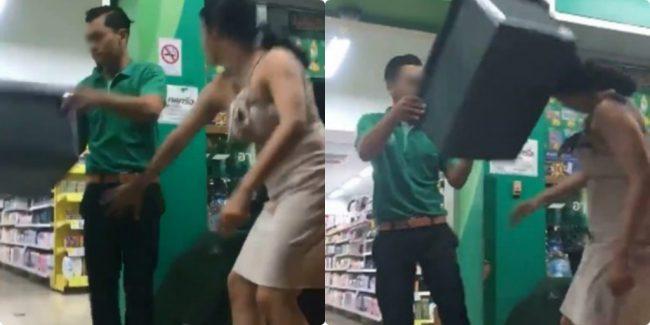 """Thiếu nữ """"nai tơ"""" gọi nhân viên tới giúp, đột ngột dùng tay túm chặt """"hàng"""" của nam nhân viên, anh chàng phải ứng khiến thiếu nữ sốc nặng"""