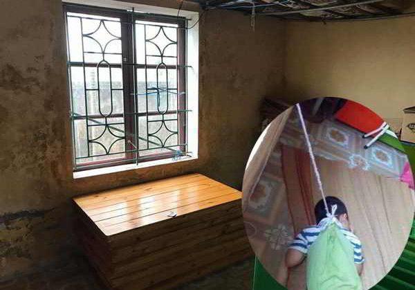 Bé trai 4 tuổi bị cột dây vào người rồi buộc lên cửa sổ gây phẫn nộ
