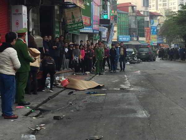 Xe Ford Escape đâm 5 xe trên phố Ngọc Khánh, một cụ bà tử vong