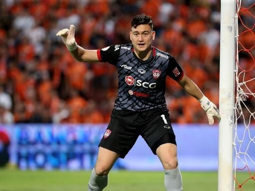 Bóng đá Việt Nam tối 23/5: Muangthong United muốn bán thủ môn Đặng Văn Lâm